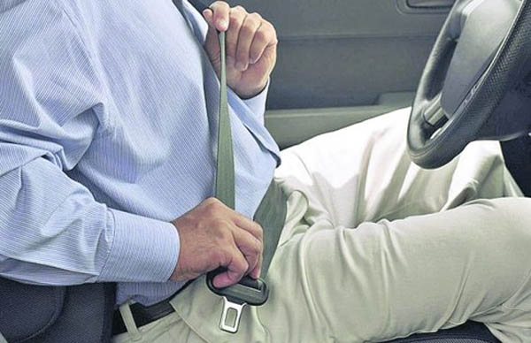 Нужно пристегиваться ремнями безопасности, или нет.