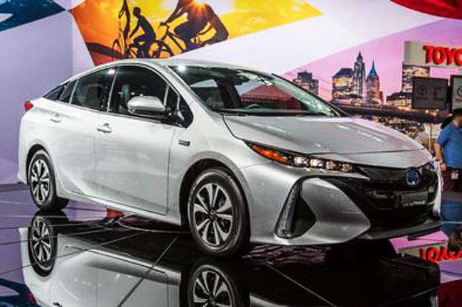 Toyota показала новый Prius для российского рынка. фото 1